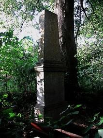 Steinernes Denkmal bei den 4 Linden