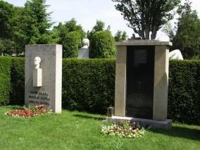 Kirchl Ehrengrab am Wiener Zentralfriedhof (Gruppe 32C, Nummer 12)