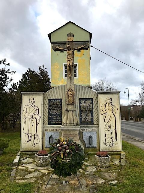 Hochkreuz – Kriegerdenkmal (48.698538, 15.885498)